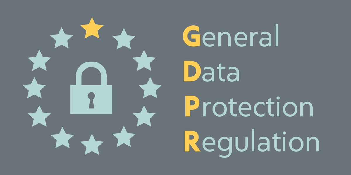 Obrázek zámku obklopeného hvězdami indikující Evropskou unii. Text General Data Protection Regulation.